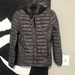 Wind jacket light and packable